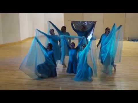 Coreografía con Aros y Mantos. Canción Espíritu Santo