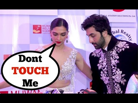 Xxx Mp4 Ranbir Kapoor And Deepika Padukone AWKWARD Moments Will Make You Wonder Whats Going On 3gp Sex