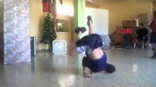 Bboy Maximon A quick combination of power moves Gx