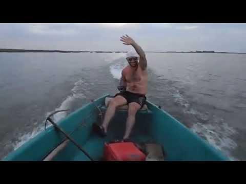 Приколы на рыбалке пьяный на лодке