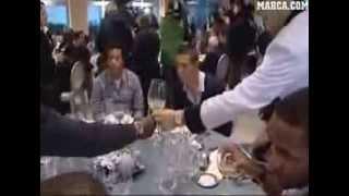 لاعبي ريال مدريد يسخرون من اللاعب المسلم ديارا لانه لا يشرب الخمر