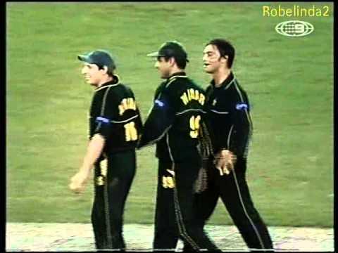 Pakistan embarrass Australia 2nd ODI highlights 2002 Challenge Series DOCKLANDS