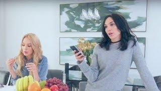 Gal Gadot IMPERSONATES Kendall Jenner & Gigi Hadid on SNL