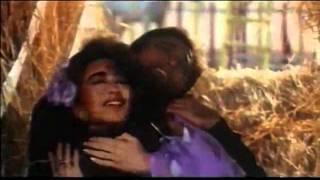 Woh Aankh Hi Kya - Karsima Kapoor   Govinda - Khuddar - 480p