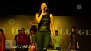 Kanika Kapoor performance at  Lady Irwin   V3 Entertainment