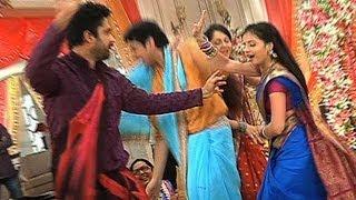 Behind The Scenes - Masti On the Sets Of Iss Pyaar Ko Kya Naam Doon?...Ek Baar Phir