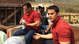 SULTAN: Salman Khan CAUGHT Doing DANGEROUS STUNT