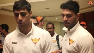 Sunrisers celebrate at Vizag after win