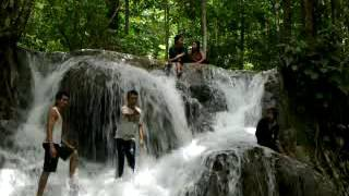 Sepasang kekasih pacaran di air tejun   sampai basah 1