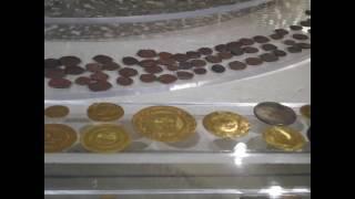 عملات معدنيه ذهبيه وفضيه وبرونزيه ونحاسيه نادره بالمتحف الاسلامي بالقاهره