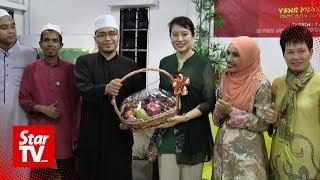 Wife Of China's Ambassador To Malaysia Treats Tahfiz School Children A Raya Feast