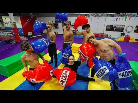 SUPER FUNNY FAMILY BOXING MATCH