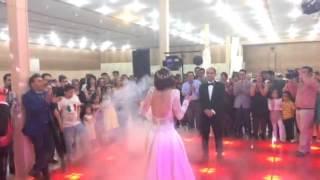 رقص عروس با صدای زیبای خودش