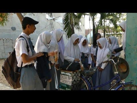 VIRAL!! Biayai Sekolah, Siswa SMK Jualan Cilok