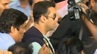 Salman Khan, Arpita Khan and Family SPOTTED at Mumbai AIRPORT