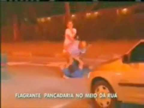 CORNO FLAGRA RICARDÃO SÓ DE CUECA E AINDA APANHA .