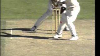 Muralitharan ALIEN SPIN embarrasses Mark Waugh 1995