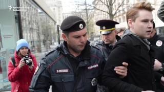 Activists Detained For Seeking Inquiry Into Abuse Of Gay Men In Chechnya