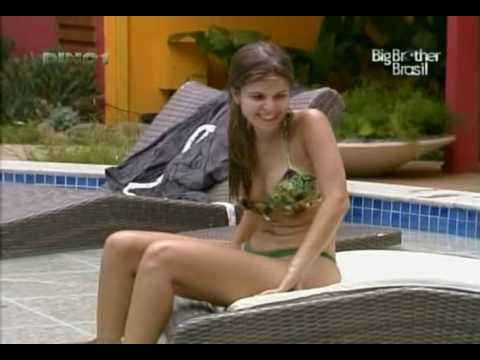 Big Brother Brasil 10 Claudia e Fernanda na piscina