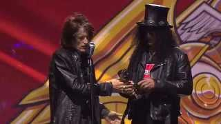 APMAs 2014: Slash receives the Guitar Legend Award, introduced by Aerosmith's Joe Perry