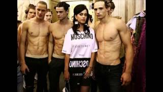 Katy Perry Moschino Front Row Fan