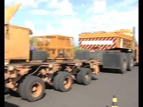 Carreta de quase 80m passa por Uberlândia