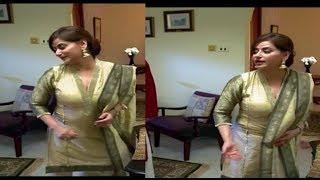 Pakistani Actress Aunty looking Hot