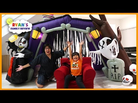 24 hours challenge overnight in the halloween haunted house