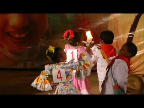 Danza de niños en el Festival de la Cumbia