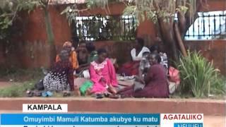 Omuyimbi Mamuli Katumba akubye ku matu