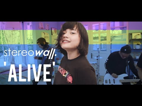 StereoWall - ALIVE