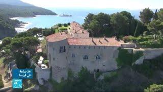 جدل بسبب طلب ماكرون إقامة مسبح في المقر الصيفي للرؤساء الفرنسيين
