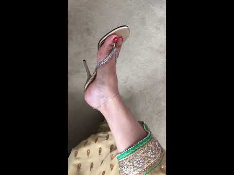 Xxx Mp4 Indian Feet In Sexy Gold Thong Heels In Saree With Anklets 3gp Sex