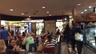 مطار ابوظبي الدولي في دولة الإمارات العربية المتحدة
