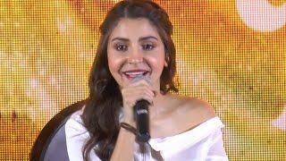 Anushka Sharma IGNORES questions on boyfriend Virat Kohli | Video