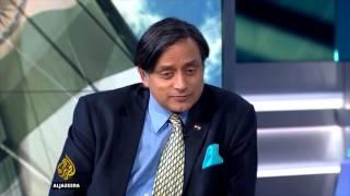 Shashi Tharoor shuts arab journalist on KASHMIR