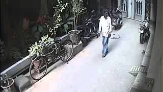 Stupid or Genius   Thief Caught on CCTV Camera  Funny Videos 2015