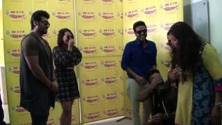 Sonakshi Sinha & Arjun Kapoor's crazy welcome at Radio Mirchi studios