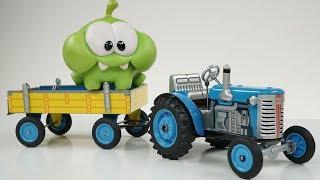ДЕДУШКА СИНЕГО ТРАКТОРА - Видео распаковка unboxing для детей про заводной синий трактор с прицепом