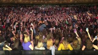 Dan + Shay - How Not To (Crowd Singing in Kansas City)