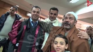 لحظه حصول الشيخ شريف عبدالهادى الامتياز فى رساله الماجستير فى الدرسات الاسلاميه