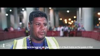 مدير محطة القطار بُح صوته لإرشاد الحجاج | قصة إنسانية
