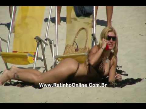 Fernanda Abraão a Loira da Lage no Zorra Total faz topless na praia