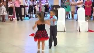 Arabic song small childrens dancing awsome video..