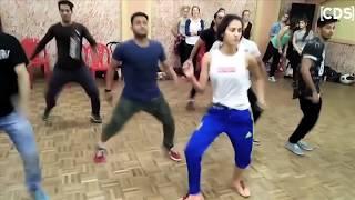 Disha Patani HOT Dance Rehearsal With Boys - Latest Video