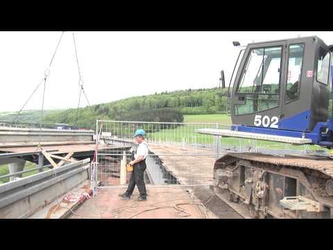 SENNEBOGEN - Brückenrückbau: 683 Raupenteleskopkran