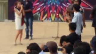 yo yo honey singh singing sajna tere bina with akanksha at amity university jaipur