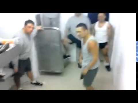 Brutal Pelea de prisioneros en cárcel