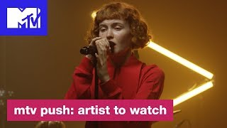 """Kacy Hill Performs """"Hard to Love"""" 