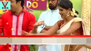 Alina Padikkal Hot Deep Navel in Saree Side View